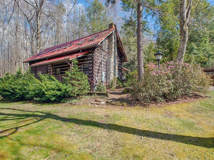 Log cabins for sale near asheville nc asheville north for Cheap cabin rentals in asheville nc